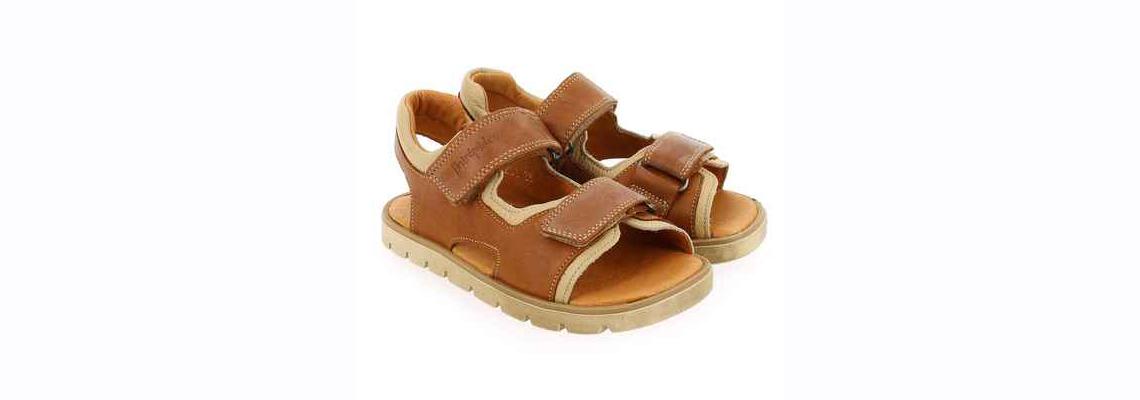 chaussures pour son enfant